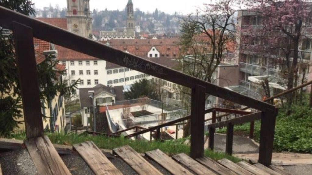 Fitness mit Aussicht: Rund 13'000 Treppenstufen führen auf die Hügel in St. Gallen.
