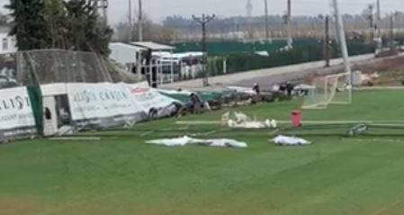 Sturm in Belek: Der donnerstägliche Trainingstag des FC Aarau fiel dem Sturm und Regen zum Opfer.