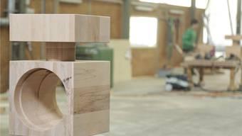 Keine andere Maschine weltweit könnte diesen Nussknacker aus Buche herstellen (die Öffnung fasst einen Kopf).