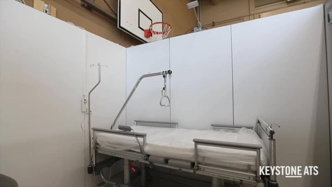 Universitätsspital Zürich richtet Notklinik in Turnhallen ein