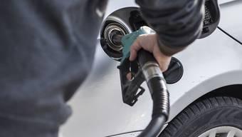 Autofahrer mussten im Mai an der Zapfsäule mehr bezahlen als im April (Symbolbild).