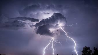 An mehreren Orten in der Region kommt es zu starken Gewittern. (Symbolbild)