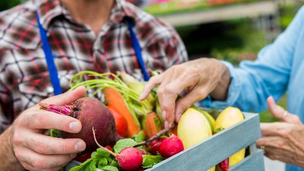 Hofläden florieren – Grossverteiler bestellen mehr Fleisch