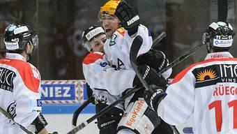 Visper Spieler feiern Auswärtssieg gegen La Chaux-de-Fonds.
