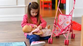 Jüngst machte der Schlieremer Stadtrat bekannt, dass die Rabatte für familienergänzende Kinderbetreuung reduziert werden. (Symbolbild)