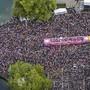"""Tanzen für Liebe, Frieden und Toleranz: Die diesjährige Street Parade gibt sich das Motto """"Culture of Tolerance"""". (Archivbild der letztjährigen Parade)."""