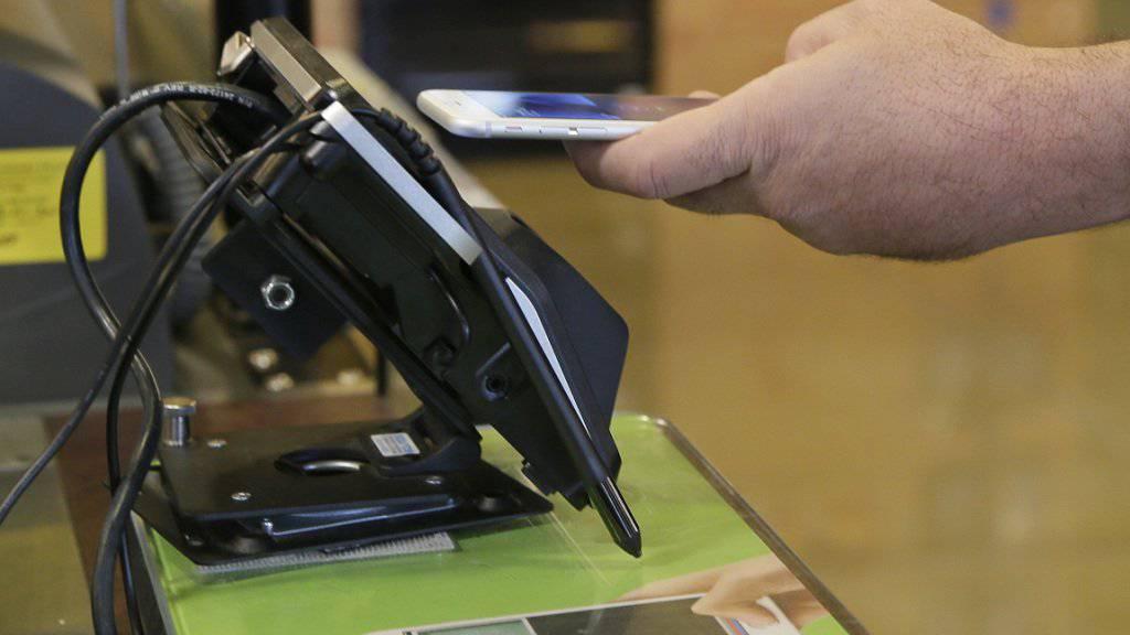 Bezahlen mit dem iPhone ist bald auch in China möglich: Apple versucht, auf dem riesigen Markt mit seinem Apple Pay Fuss zu fassen. (Symbolbild)