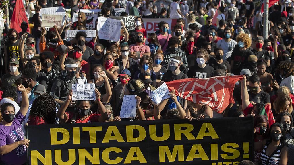 Tausende demonstrieren in Brasilien gegen Bolsonaro