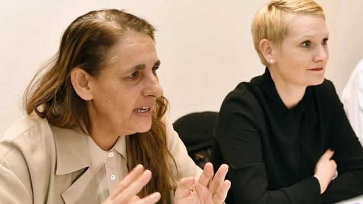 SP-Nationalrätin Jacqueline Badran (links), Co-Präsidentin Gabriela Rothenfluh und Co-Präsident Marco Denoth erklären vor den Medien die Gründe für den Verzicht auf eine Nachnomination.