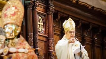 Crescenzio Sepe, seines Zeichens Erzbischof von Neapel (im Bild), will am Pfingstsonntag gemeinsam mit protestierenden Arbeitern eine Messe feiern. Laut Medienberichten plant eine Haushaltgerätefirma ihr Werk in Neapel zu schliessen. Rund 430 Beschäftigten droht die Entlassung. (Archivbild)