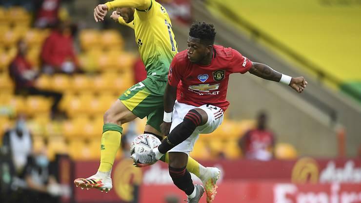 Der Favorit Manchester United mit dem Brasilianer Fred setzte sich knapp gegen Norwich durch