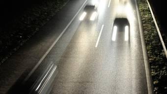 Eine Geisterfahrerin hat in der Nacht auf Montag auf der A3 im Kanton Aargau einen Grosseinsatz der Polizei ausgelöst. (Symbolbild)