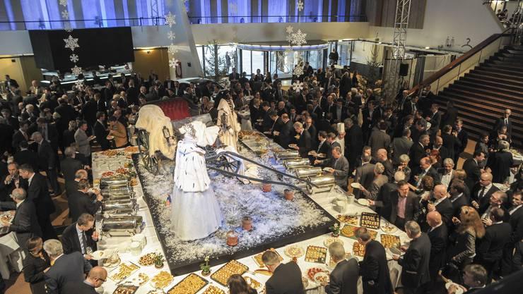Das fantasievoll inszenierte Buffet mit feinen Häppli im Theater Foyer.