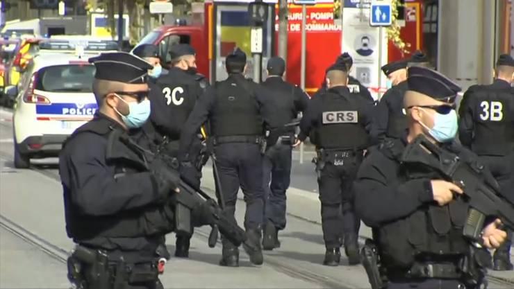 Thumb for 'Nach Messerattacke in Nizza: Bewaffneter in Avignon erschossen'
