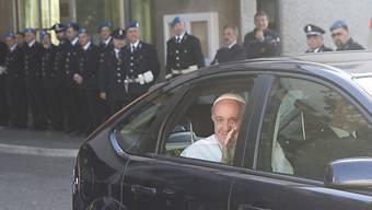 Der Papst bei seiner Ankunft im Rebibbia Gefängnis