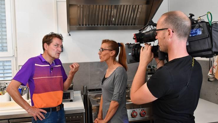 Bumann und die Wirtin bei den Dreharbeiten im Juni 2017.