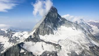 Wegen Steinschlägen infolge der Hitze bleibt das Matterhorn derzeit auf italienischer Seite gesperrt (Archivbild).