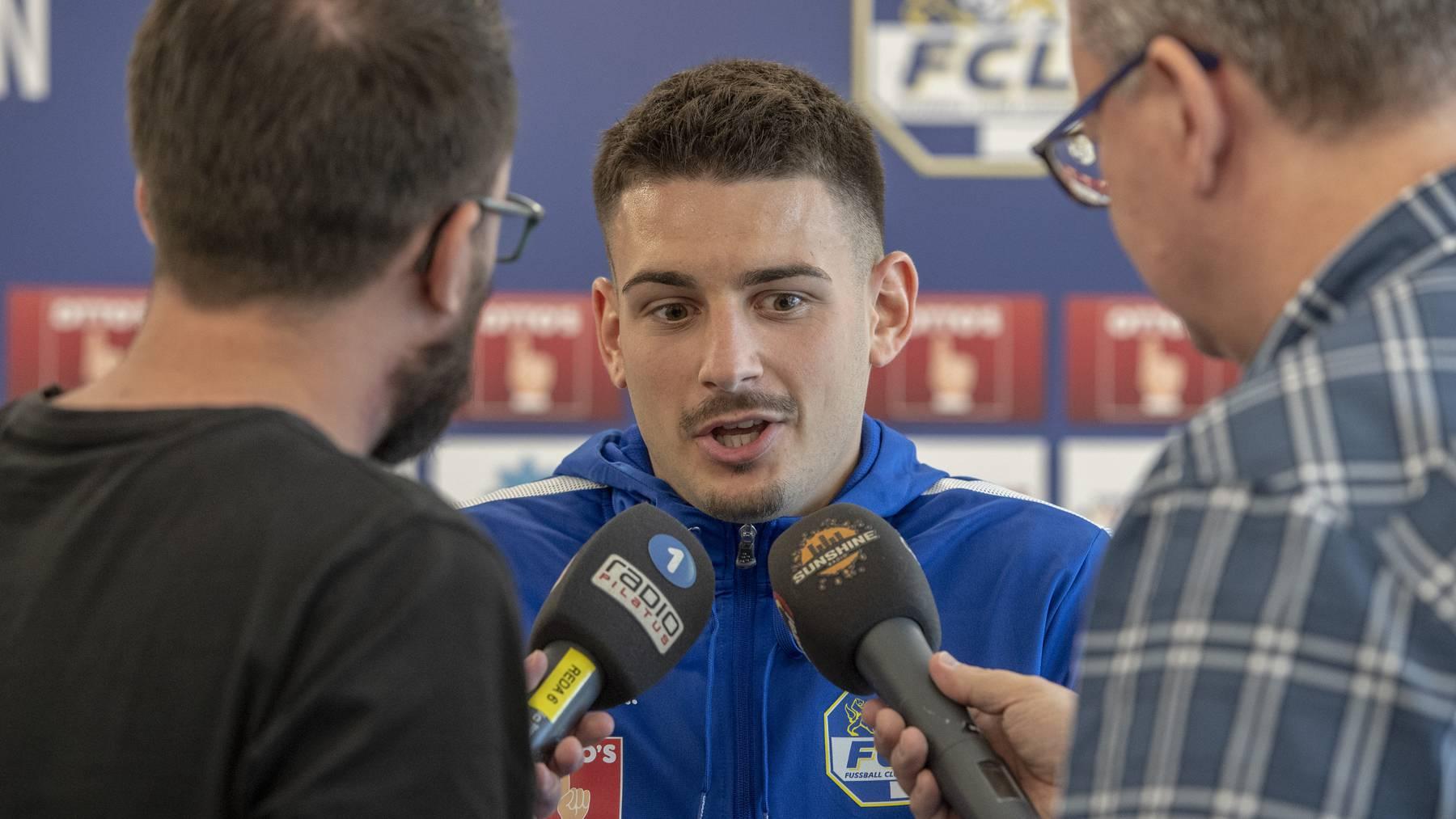 Der Spieler des FC Luzern, Stefan Knezevic waehrend einer Medienkonferenz anlaesslich des ersten Training zur Saison 2019/2020 vom Montag, 17. Juni 2019 in Luzern.
