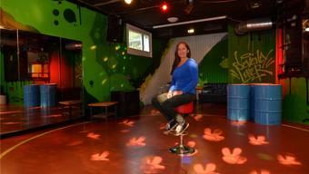 Lindenhausleiterin Monika Crausaz im neu gestalteten Discoraum.