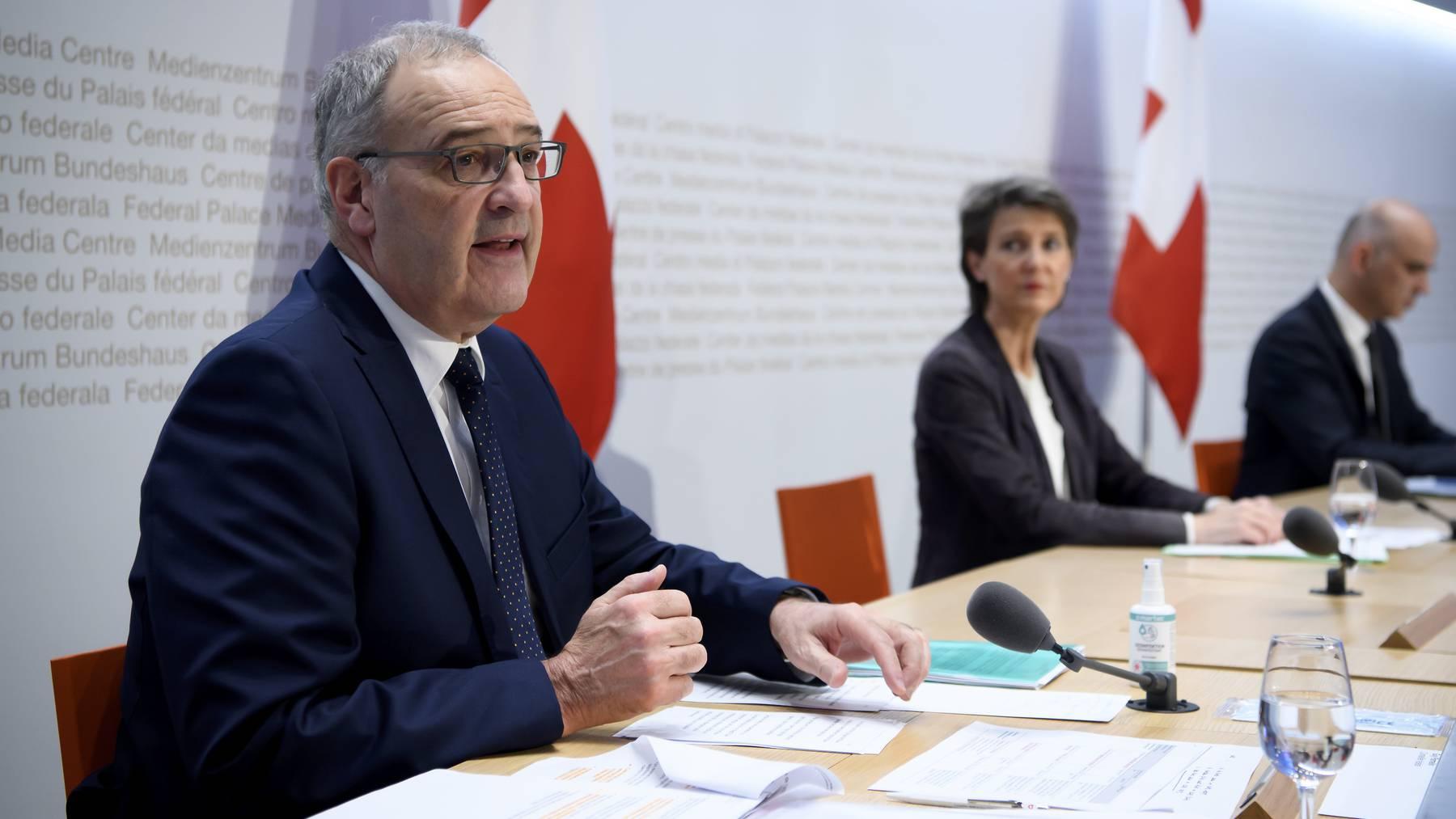 Setzt auf Anpassungsfähigkeit: Wirtschaftsminister Guy Parmelin an der Corona-Pressekonferenz des Bundes.