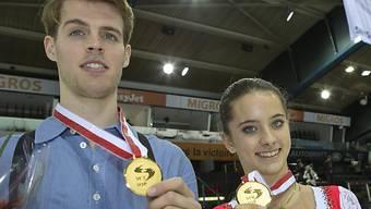 Stéphane Walker und Tina Stürzinger mit ihrer Goldmedaille