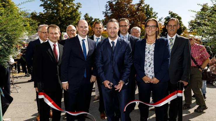 OK-Präsident Urs Unterlerchner eröffnet die HESO 2019 mit dem Durchschneiden eines Bandes vor der Reithalle