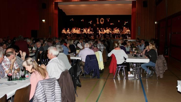 Gut gefüllt - die Rüeblihalle in Gunzgen.