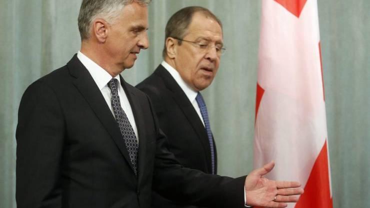 Hat der Schweiz für ihre Bemühungen in mehreren Dossiers gedankt: Russlands Aussenminister Sergej Lawrow (r.), hier beim Treffen mit seinem Amtskollegen Didier Burkhalter in Moskau.