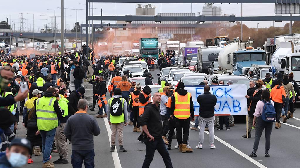 Australien: Proteste gegen obligatorische Impfungen in der Baubranche