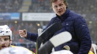 Nicht das Eis, sondern die Eishockeyspieler halten den Davoser Cheftrainer Arno Del Curto für immer jung. (Archivbild)