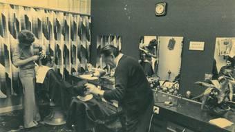 1972 absolviert Werner Saxer (links) seinen ersten Arbeitstag bei Coiffeurmeister Leo Meier, dem damaligen Inhaber