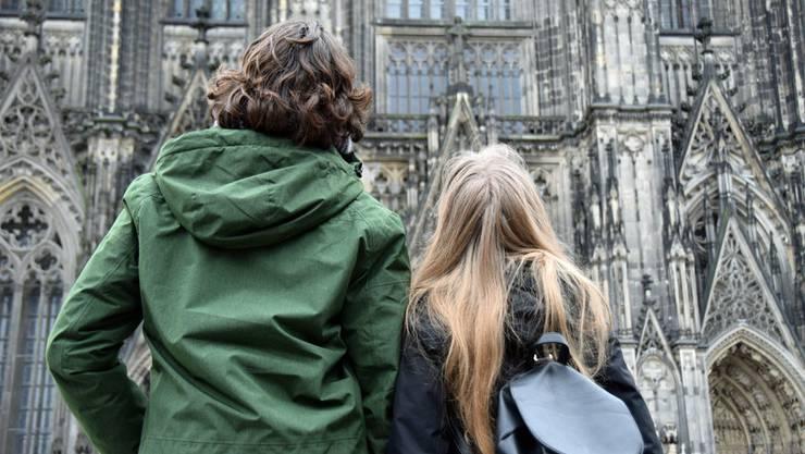 Sie bleiben draussen: Viele junge Paare geben sich das Jawort nicht mehr in der Kirche.