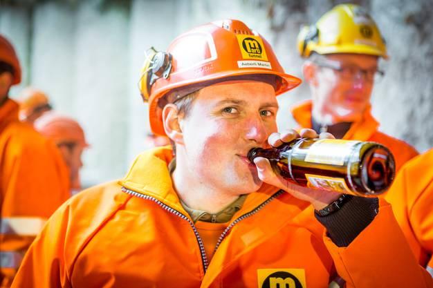 Ein Mineur mit seinem verdienten Bier.
