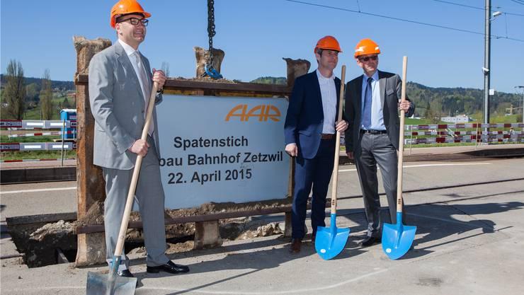 Kaspar Hemmeler, Thomas Brändle und Mathias Grünenfelder (v.l.) beim Spatenstich in Zetzwil.