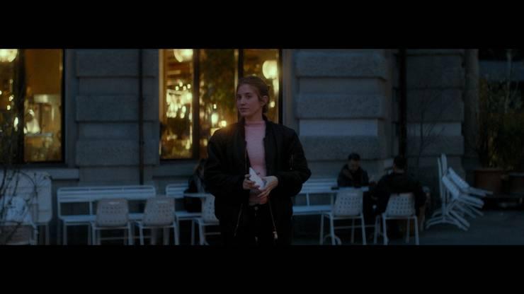 Cecilia Steiner als Studentin Hannah, in die sich der Büezer verlieben wird.