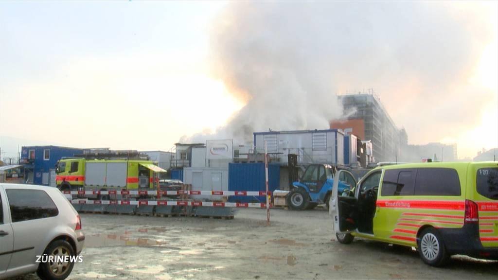 Rauchsäule über Zürich: Schon wieder Brand auf PJZ-Baustelle