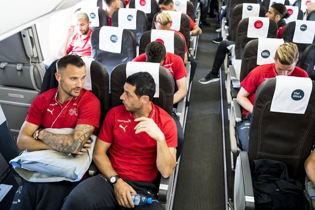 Abflug an die Weltmeisterschaft mit Blerim Dzemaili (r.).