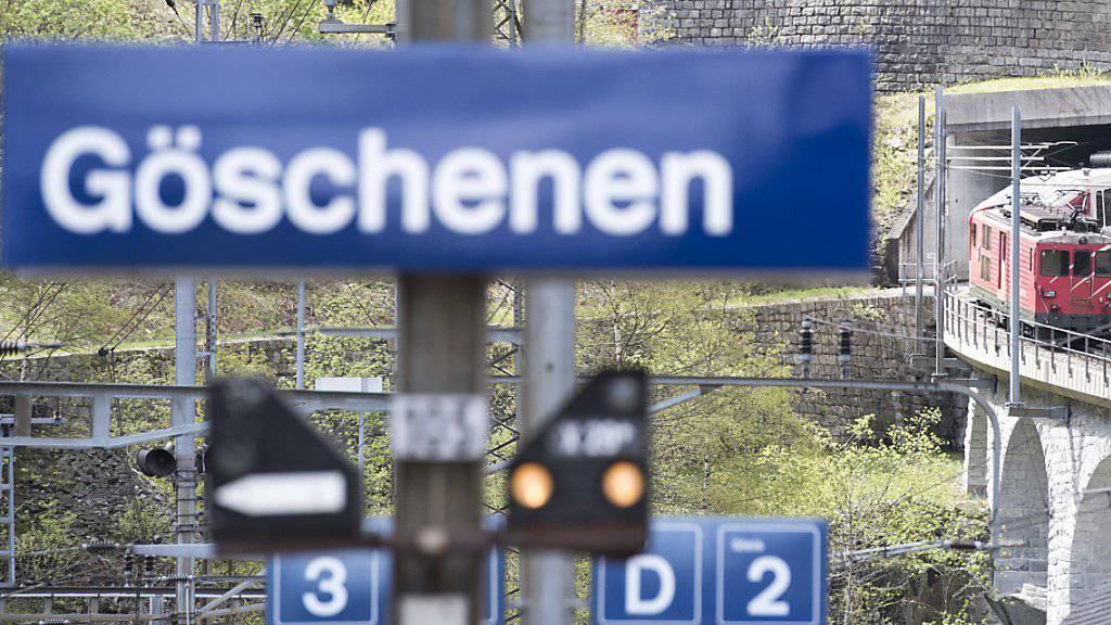 Die Rangierlok mit vier Wagen rollte führerlos Richtung Göschenen (Symbolbild)