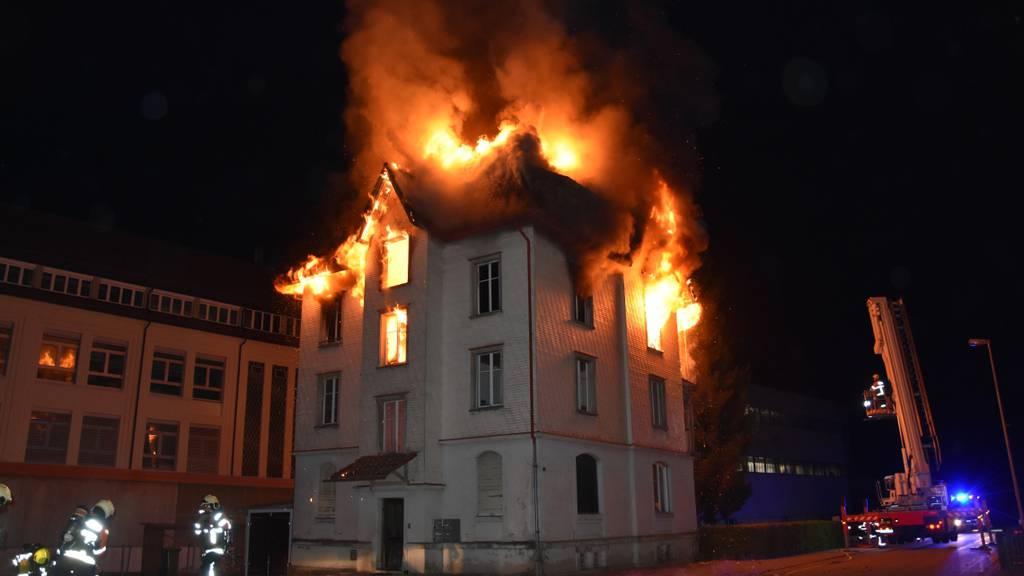 Mehrfamilienhaus nach Brand nicht mehr bewohnbar