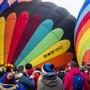 Unter den Augen von vielen Schaulustigen stiegen in Chateau-d'Oex unzählige Heissluftballons in die Lüfte.