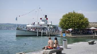 Im Bistro am Stäfner Schiffsteg klatschen die Leute mittlerweile, wenn ein Schiff hornt.