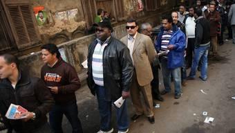 Menschenschlange vor einem Abstimmungslokal in Kairo: Ägypten verzeichnete eine Rekordwahlbeteiligung (Archiv)