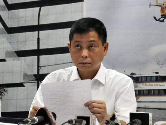 Indonesiens Transportminister informiert über den Absturz des Flugzeugs.