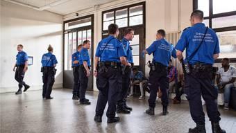 Grenzwächter in Chiasso. 21 Verdächtige wurden überprüft. «Ein ziemlich ruhiger Tag.»roland schmid