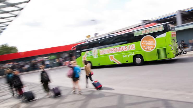 Flixbus steigt in Deutschland auf den Zug um: Das bisherige reine Bus-Unternehmen bietet neu ab März auch Zugreisen zwischen Hamburg und Köln sowie zwischen Berlin und Stuttgart an.  (Archivbild)