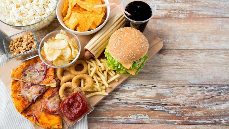 Werden dem Körper hochverarbeitete Lebensmittel zugeführt, bekommt er viele Kalorien, aber wenig Nährstoffe.