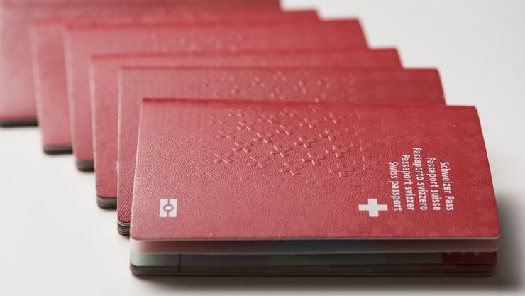 In den Kantonen Zürich und Luzern herrscht derzeit eine grosse Nachfrage nach dem Schweizer Pass.