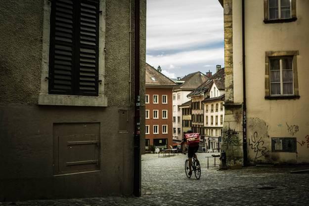 Die Altstadt, eine Schmuckschatulle, liegt wegen dauernder Überschwemmungen bis zur Juragewässer-Korrektion seitlich zur heutigen Stadt, quasi mit dem Rücken zum See.
