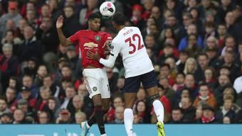 Marcus Rashford (links, im Duell mit Liverpools Joel Matip) war Manchester Uniteds Torschütze zum 1:0.
