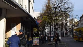 Der Mann wurde im Haus neben dem Kebab-Laden Steinegrill angeschossen.
